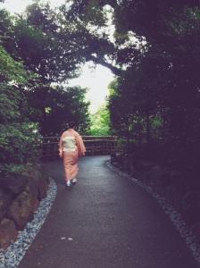 Japonesa paseando